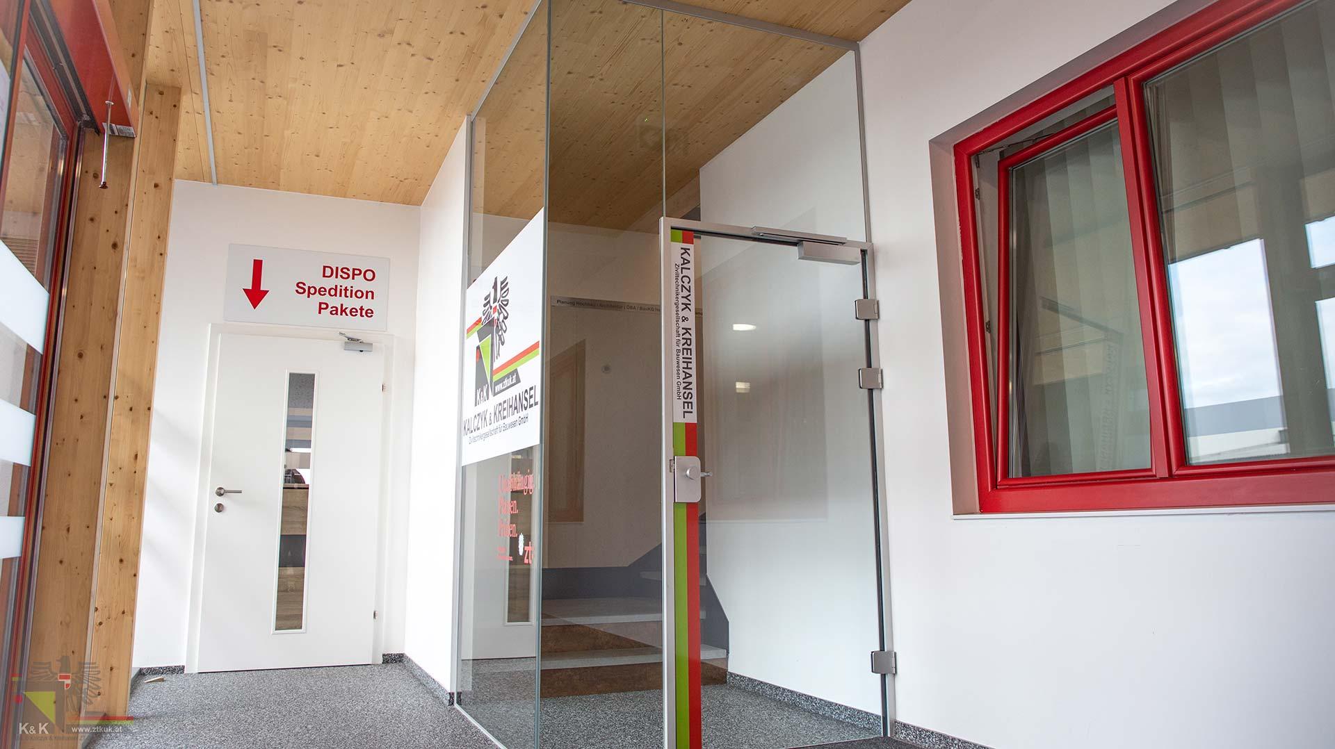 Eingangsbereich Bürogebäude ZTKuK